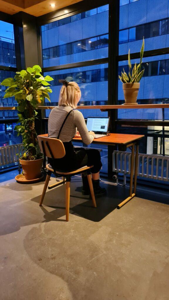 hot desk weena